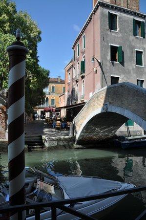 Hotel Ca' Vendramin di Santa Fosca : outside the hotel across the canal