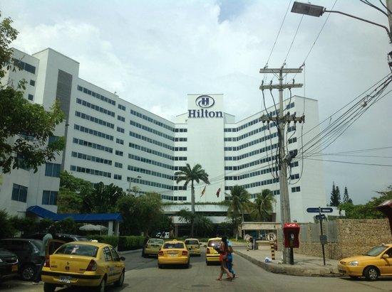 Hilton Cartagena : Vista del hotel de la calle