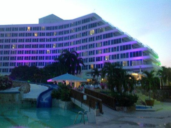 Hilton Cartagena: Vista del hotel desde la playa