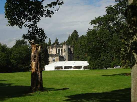 Melville Castle: WALKING AROUND THE CASTEL