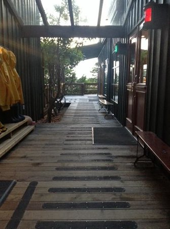 Middle Beach Lodge: outdoor walkway