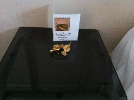 Arista Capri Motel: Chocolate Mints ... Nice welcome touch