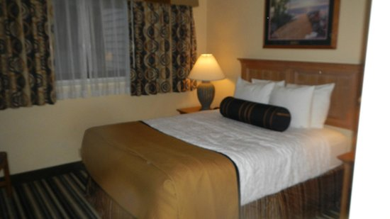 Best Western Plus Lincoln Sands Oceanfront Suites: Bedroom