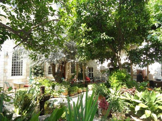 The American Colony Hotel: Otro angulo de este coqueto y refrescante lugar.