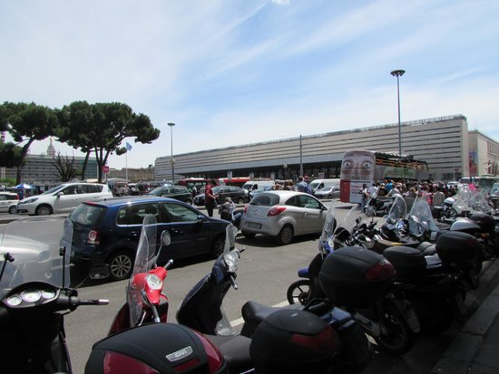 Stazione Termini: View of station including bus transfer area