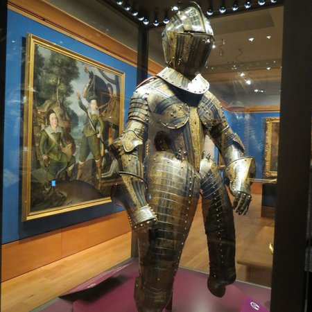 Palace of Holyroodhouse: Armor follows textile fashions