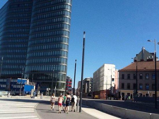AZIMUT Vienna Delta Hotel: Situación del hotel, es el pequeño color claro