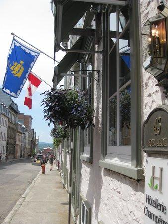 Hotel Acadia : Outside the hotel