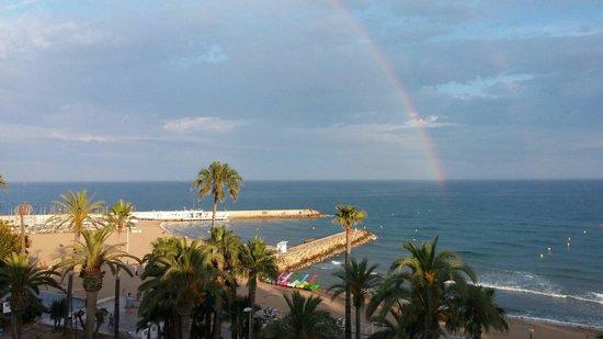 Hotel Platjador: Vista del mar con el arco iris desde la Terraza-Chillout el Domingo 15 de Junio del 2014 de la G
