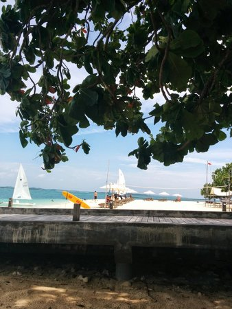 Nikoi Island: Beach and wharf