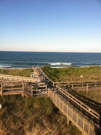 Outer Banks Beach Club : Looking down on my access to beach