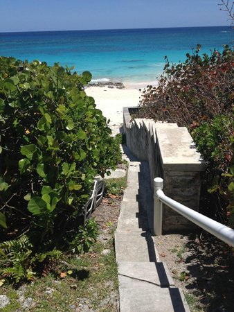 Grape Bay Cottages: Just a few steps down to the beach