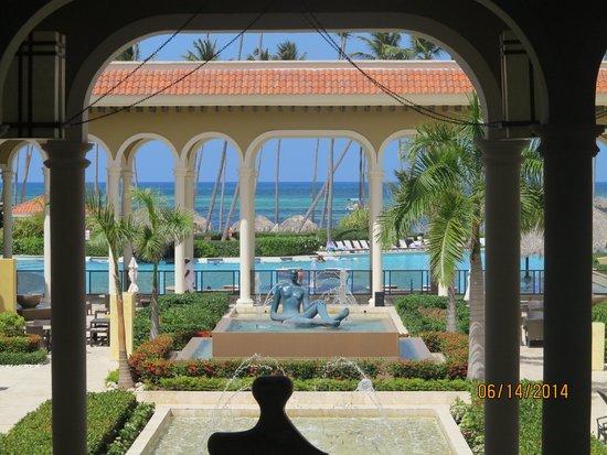 Paradisus Palma Real Golf & Spa Resort: Breathtaking main plaza