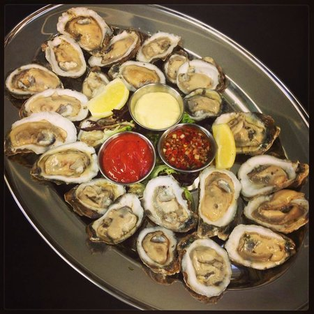 Rain Restaurant & Bar : Fresh oysters!!