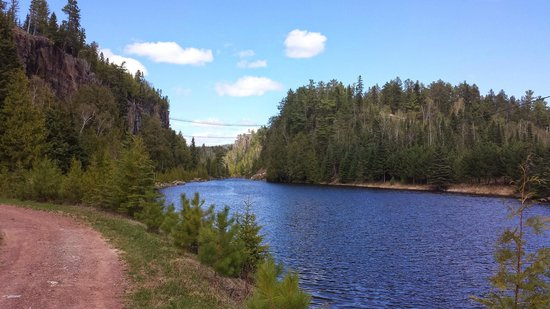 Eagle Canyon Adventures : Zipline goes from the far bridge to the end of the lake