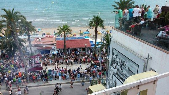 Hotel Platjador: Vista desde la Terraza-Chillout, el Domingo 15 de Junio del 2014 durante el desfile de la Gay Pr