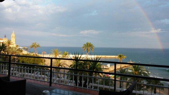 Hotel Platjador : Vista de la Iglesia de San Bartolomé y Santa Tecla con el arco iris en la mar desde la Terraza-C