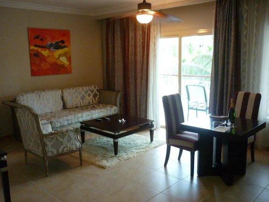Majestic Elegance Punta Cana: Living room.