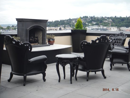 Hotel Ballard : Nice roof top furniture