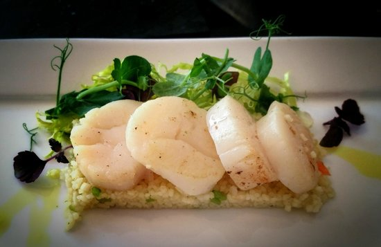 Crowne Plaza Den Haag - Promenade: Fabulous scallop dish with couscous, scallops cooked to perfection