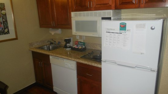 Homewood Suites Dulles International Airport: nice kitchen