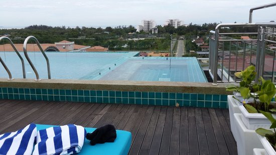 C'haya Hotel: Roof top mini infinity pool