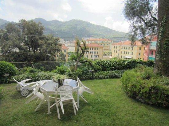Villa Margherita by the Sea : private garden, second apartment