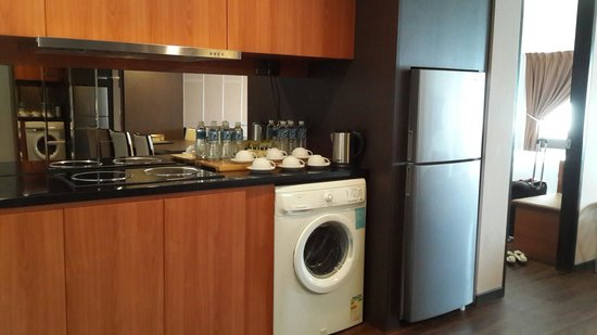 C'haya Hotel: Kitchenette in Family Suite