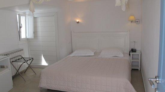 Hotel Carbonaki: Room #119