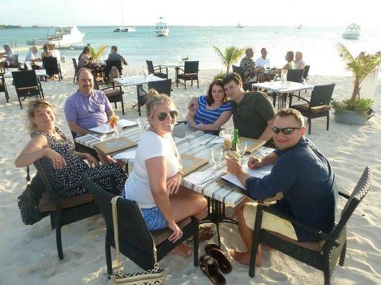 Barefoot Restaurant: Beautiful beach setting