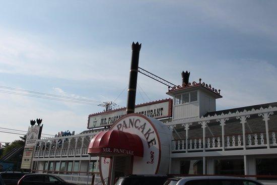 Mr Pancake: Steamboat exterior