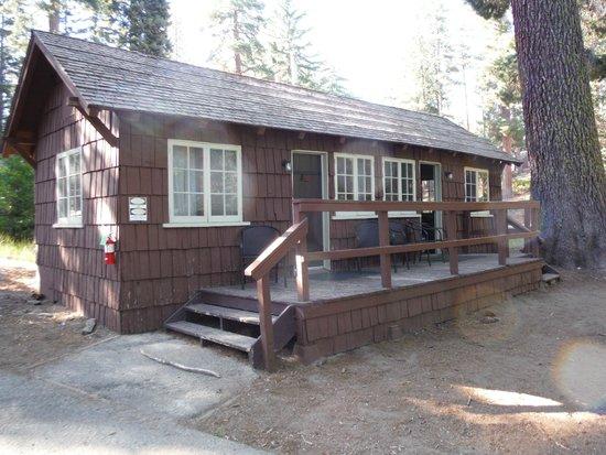 Grant Grove Cabins : Cabin with bath.