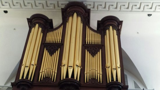 St. Michael's Church : Pipe organ