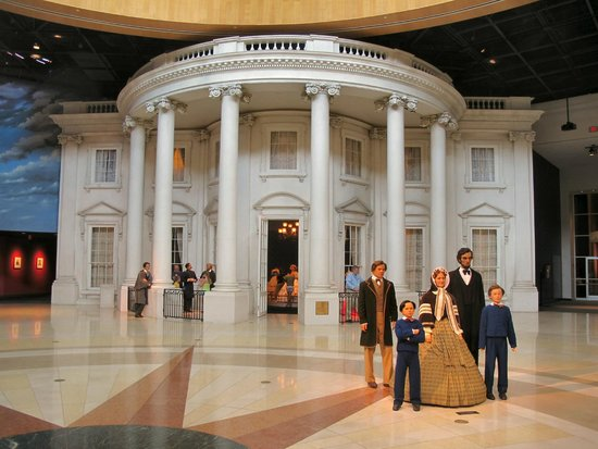 Abraham Lincoln Presidential Library and Museum: Lobby Entrance