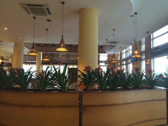 Ibis Tambore: Dinning area