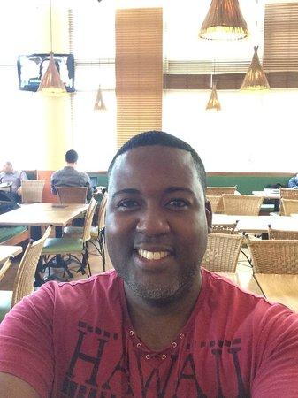 Ibis Tambore: JJ eating breakfast