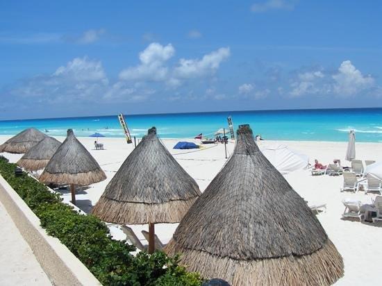 Live Aqua Cancun All Inclusive: beach