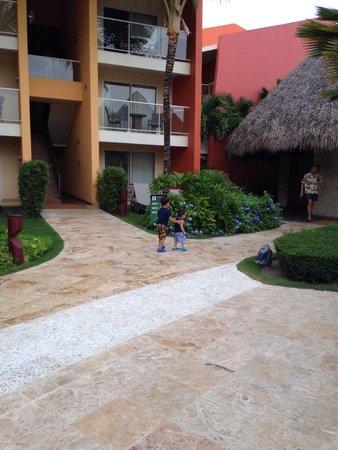 Barcelo Bavaro Palace: Habitaciones frente a la piscina de niños