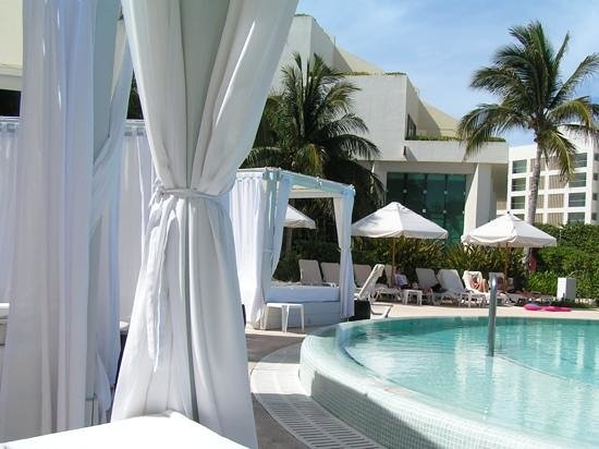 Live Aqua Beach Resort Cancun: pool