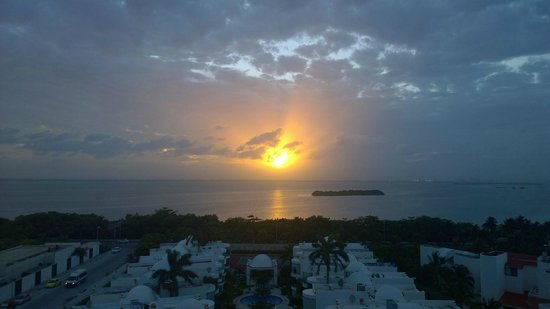 Secrets The Vine Cancún: Sunset View