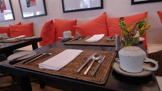 Tamarind Village: Full Breakfast