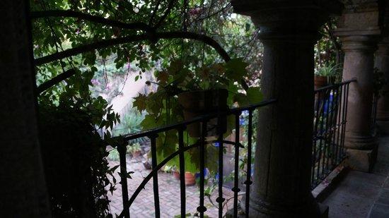 La Casa De Los Espiritus Alegres: Vista desde la habitacion.