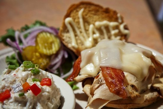 Nate's Cowboy Cafe: Smoked Chicken Sandwich