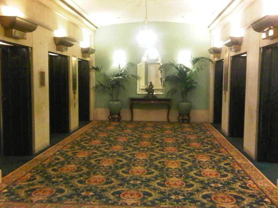 Fairmont Hotel Vancouver: Lobby elevators