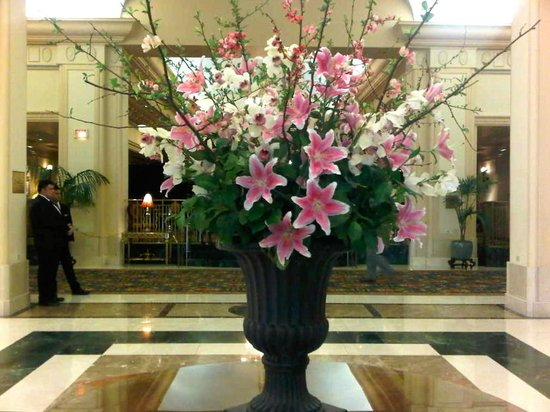 Fairmont Hotel Vancouver: Lovely lobby flowers