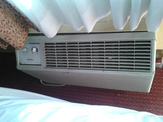 Days Inn by Wyndham Las Vegas Wild Wild West Gambling Hall: Aircon