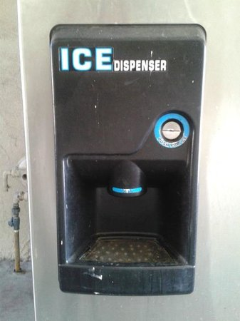 Days Inn Las Vegas At Wild Wild West Gambling Hall: Ice machine which start with room key