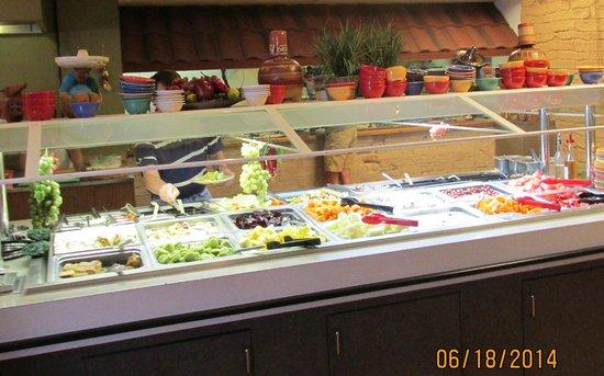 Calvillo's Mexican Restaurant: Fruit and salad bar