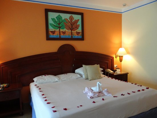 Grand Bahia Principe Coba: nice little decor after house cleanning