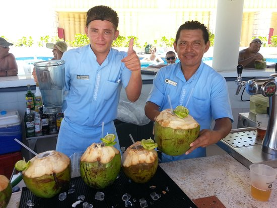 Omni Cancun Resort & Villas: Kuku Bartenders!